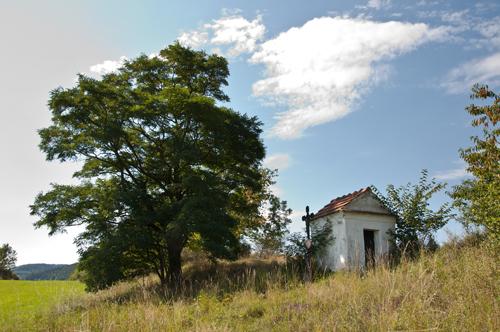 Boží muka na vršku Sosnovec východně od obce Úlehle. Autor fotografie: Tomáš Čapek